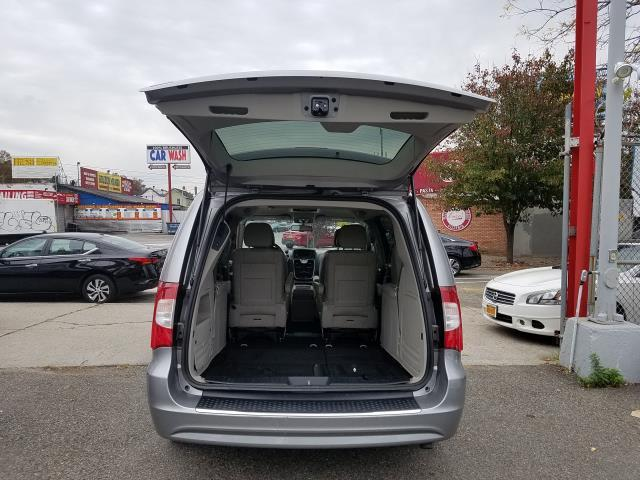 2016 Chrysler Town & Country Touring 4