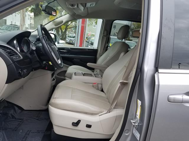 2016 Chrysler Town & Country Touring 11