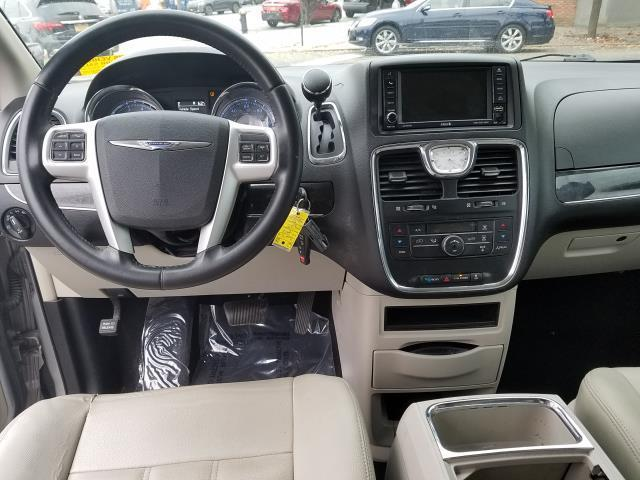 2016 Chrysler Town & Country Touring 13
