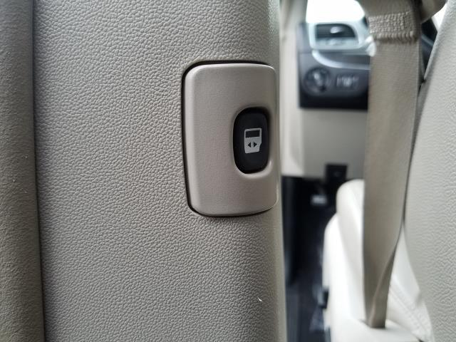 2016 Chrysler Town & Country Touring 14