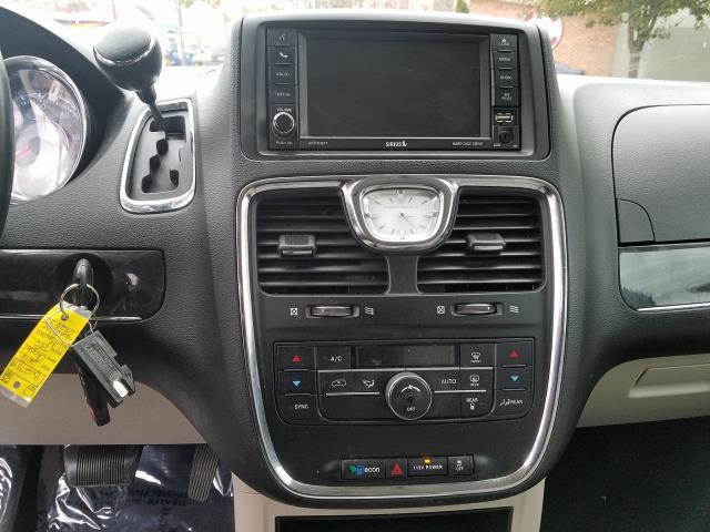 2016 Chrysler Town & Country Touring 23