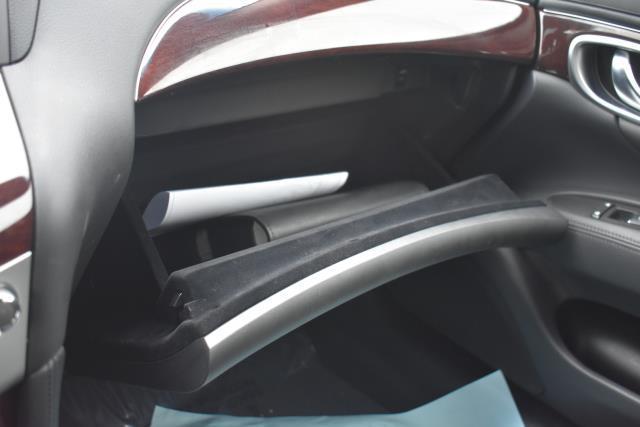 2016 INFINITI Q70 4dr Sdn V6 AWD 23