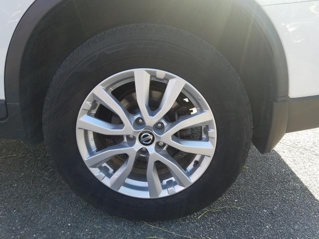 2017 Nissan Rogue AWD SV 9