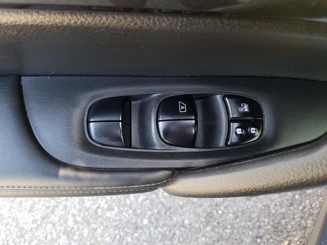 2017 Nissan Rogue AWD SV 13