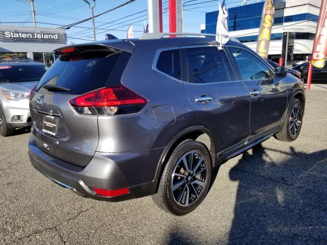 2017 Nissan Rogue SL 4