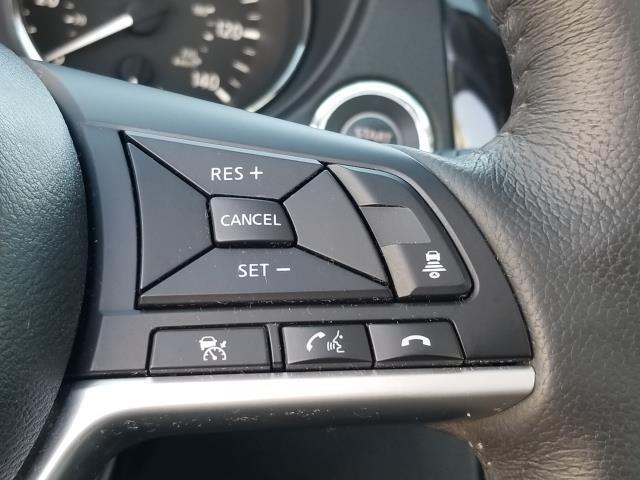2017 Nissan Rogue SL 21