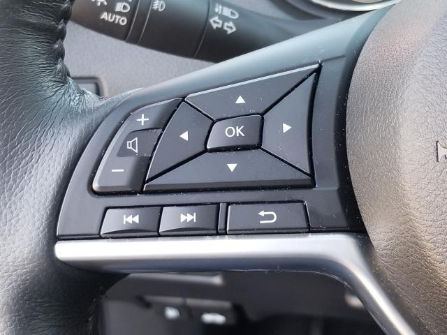2017 Nissan Rogue SL 22