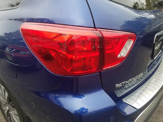 2017 Nissan Pathfinder 4x4 SL 9