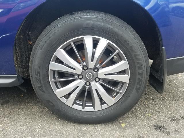 2017 Nissan Pathfinder 4x4 SL 10