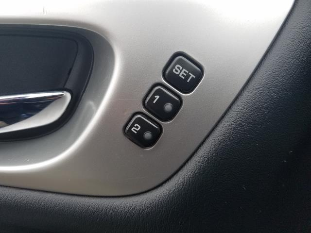 2017 Nissan Pathfinder 4x4 SL 17