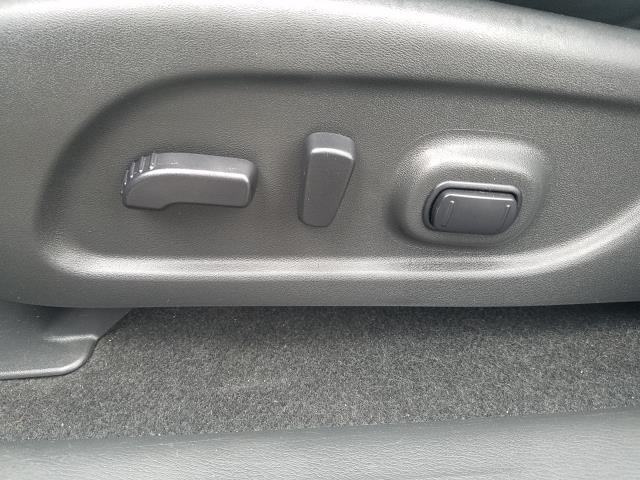 2017 Nissan Pathfinder 4x4 SL 18
