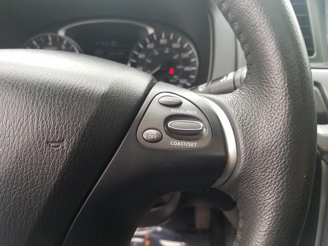 2017 Nissan Pathfinder 4x4 SL 21