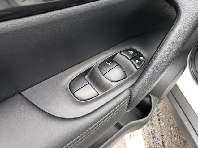 2017 Nissan Rogue AWD S 16