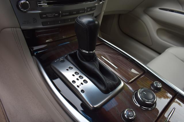 2016 INFINITI Q70L 4dr Sdn V6 AWD 23