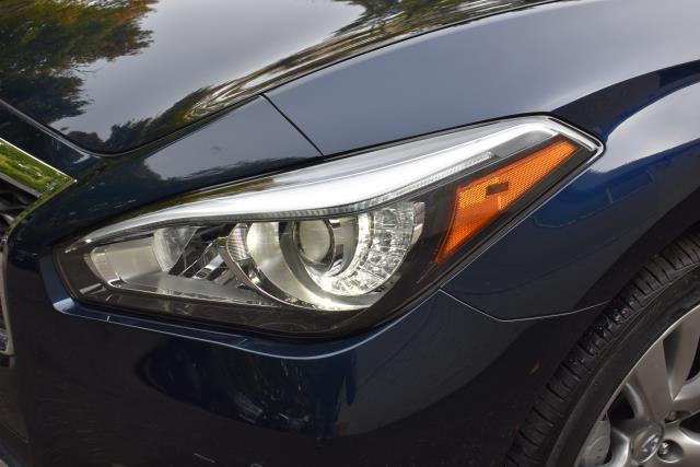 2016 INFINITI Q70L 4dr Sdn V6 AWD 9