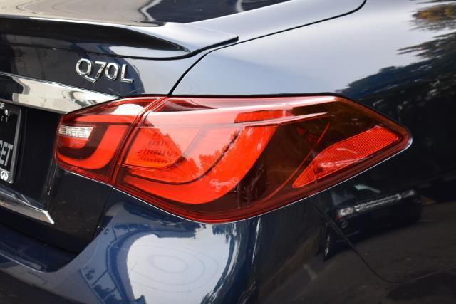 2016 INFINITI Q70L 4dr Sdn V6 AWD 10