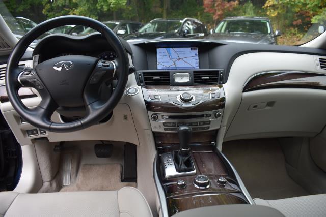 2016 INFINITI Q70L 4dr Sdn V6 AWD 15
