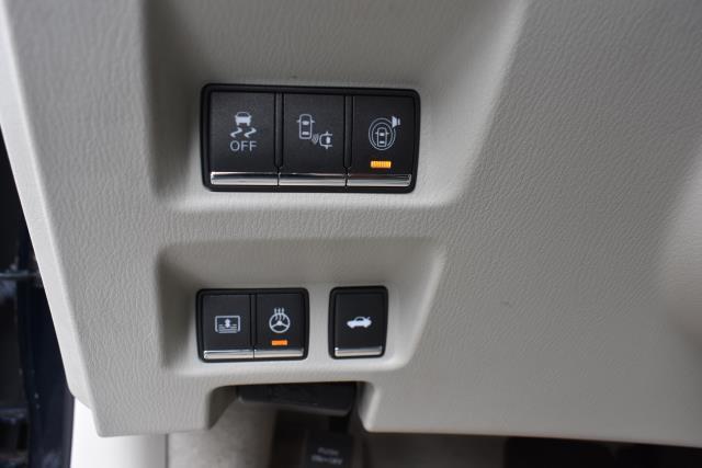 2016 INFINITI Q70L 4dr Sdn V6 AWD 19