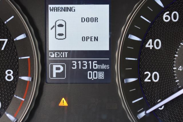 2016 INFINITI Q70L 4dr Sdn V6 AWD 28