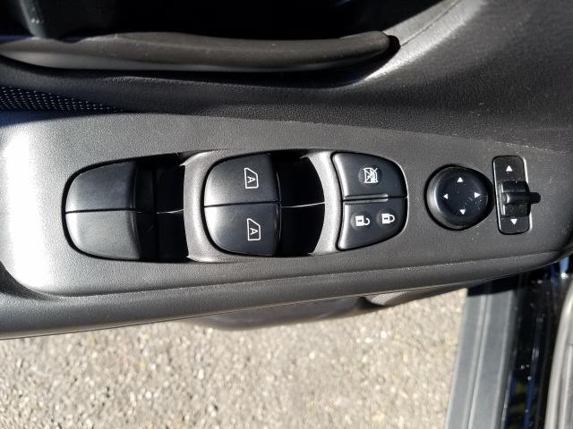 2019 Nissan Kicks S 14