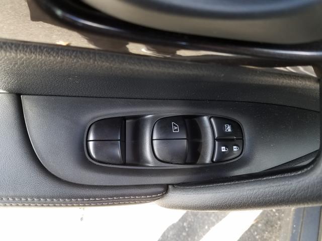 2019 Nissan Rogue AWD S 14