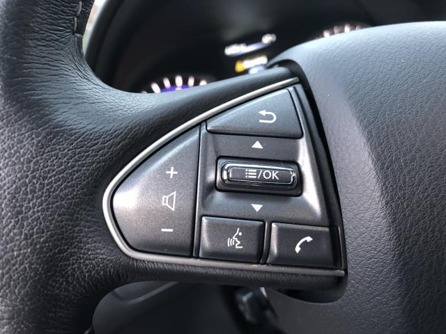 2016 INFINITI Q70 4dr Sdn V6 AWD 10