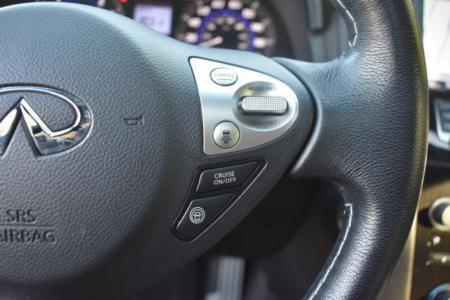 2017 INFINITI QX70 AWD 26