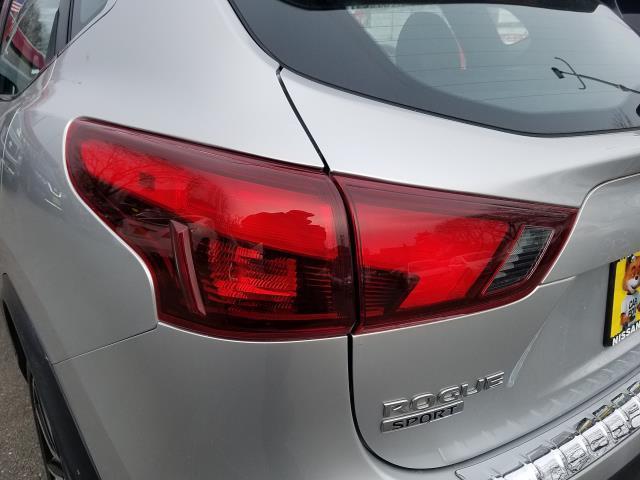 2017 Nissan Rogue Sport SL 8