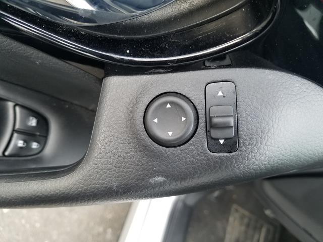 2017 Nissan Rogue Sport SL 16