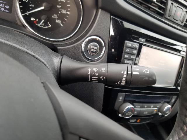 2017 Nissan Rogue Sport SL 23