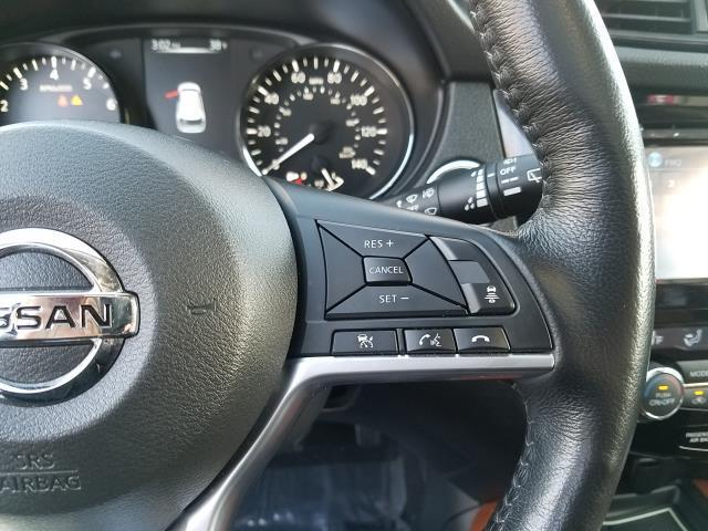 2017 Nissan Rogue SL 18