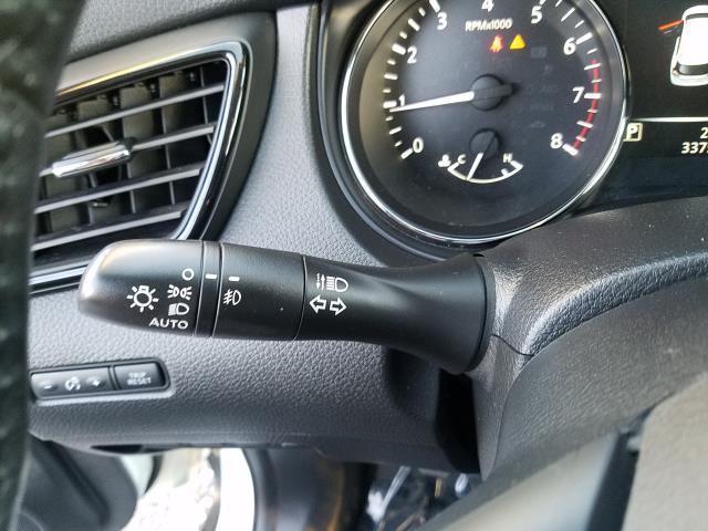 2017 Nissan Rogue SL 19