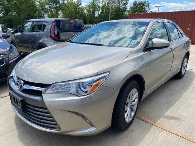 2016 Toyota Camry LE [4]