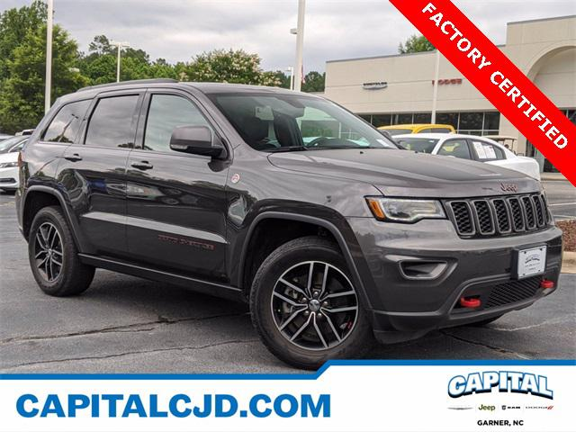 2017 Jeep Grand Cherokee TRAILHAWK SUV Slide