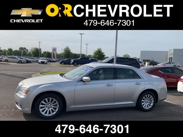 2012 Chrysler 300 4dr Sdn V6 RWD [7]