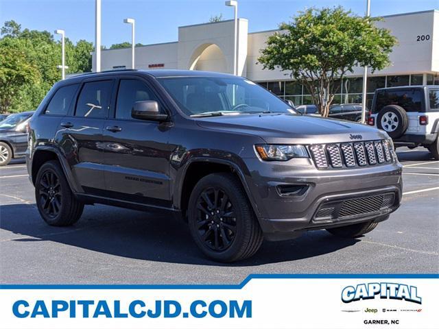 2020 Jeep Grand Cherokee ALTITUDE SUV Slide
