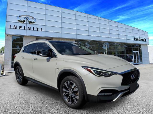 2017 INFINITI QX30 Premium [1]